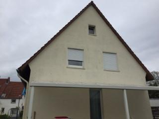 Fertig verfüllte Außenwand mit Glaswolle inkl. Bohrloch verschließen