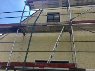 Verfüllen der Außenwand mit Polystyrol Granulat 033