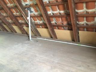 Dachschräge mit speziellen Platten für die Dachschrägen-Dämmung