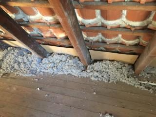 Mit Zellulose Einblasdämmstoff WLG 039 gedämmte Dachfelder
