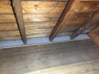 Fertig gedämmte Dachschräge mit Zellulose-Fasern